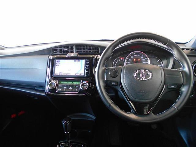 機能的で使いやすく、スポーティーなデザインの運転席周り。ハンドルを握ったままオーディオ操作が可能なステアリングスイッチは、前方不注視のリスクを減らし安全運転をサポートします。