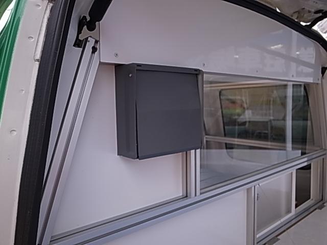移動販売車 サブバッテリーシステム 冷蔵庫(12枚目)