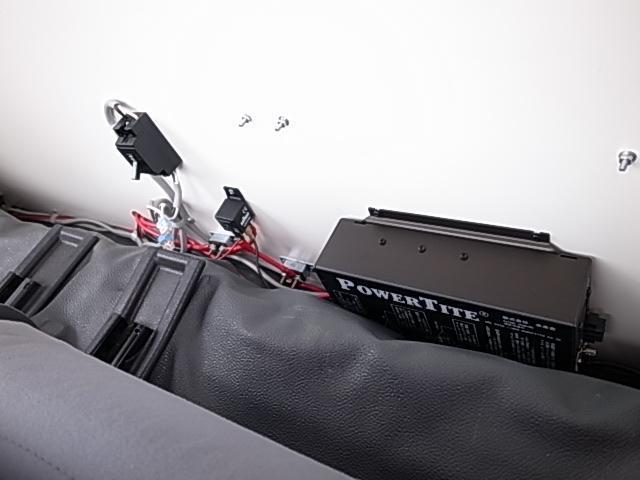 移動販売車 サブバッテリーシステム 冷蔵庫(22枚目)