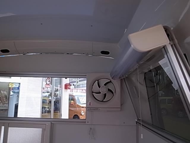 移動販売車 サブバッテリーシステム 冷蔵庫(40枚目)