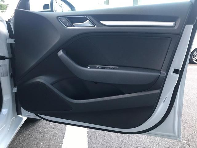 スポーツバック30TFSI ハイグロスパッケージ ハンズフリー (Bluetooth) スタートストップシステム オールウェザーライト デイタイムランニングライト ヒートインシュレーティングウィンドシールド(11枚目)