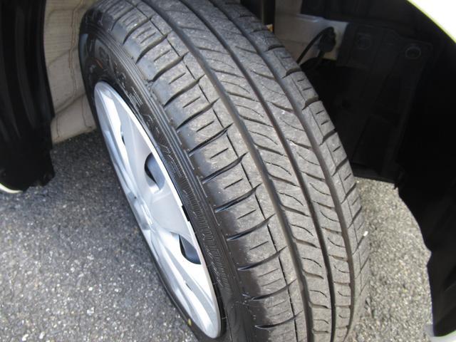 車にとって大切なタイヤ♪ご覧の通り、しっかり残ってます!引き続き、安心して乗って頂けます!