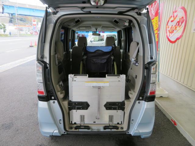 G・Lパッケージ 福祉車 スローパー 電動ウインチ 禁煙車(12枚目)