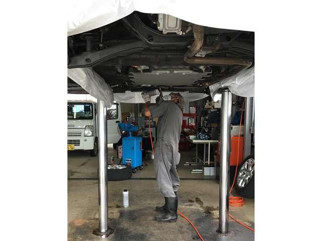 当店の職人羽生によってすみずみまできれいに防錆施工をさせていただきます!