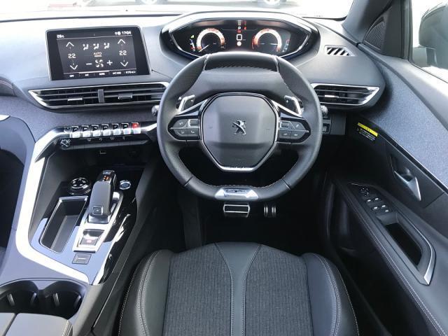 プジョー独自のi-Cockpit