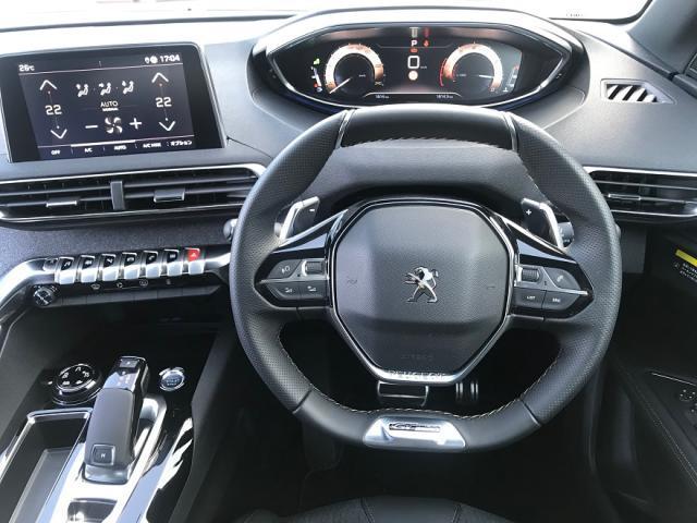 小径ステアリングで快適&スポーティなドライブが楽しめます。