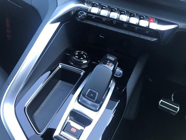 8速AT&アドバンスドグリップコントロール(ヒルディセントコントロール付き)装備