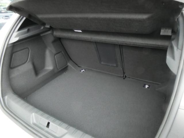 GT ブルーHDi クリーンディーゼルターボ 8速AT 新車保証継承 純正ナビTV ETC 自動ハイビームLEDライト アクティブクルコン レーンキープアシスト ブラインドスポットモニター 後カメラ 前後ソナー(18枚目)