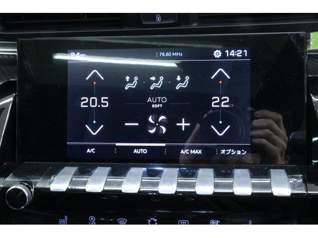 左右それぞれに温度調整が可能な、デュアルオートエアコンを装備しているので、すぐに快適な温度にしてくれます。