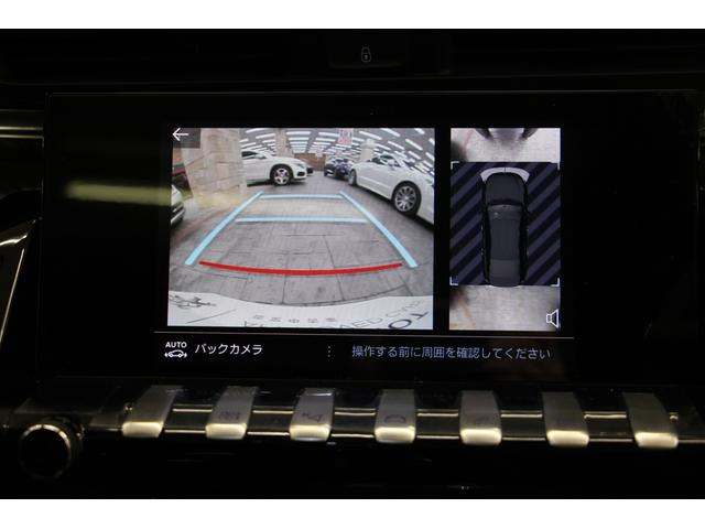 バックカメラが映し出す映像です。ガイドラインが出るので、分かりやすい◎