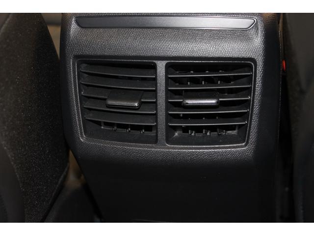 リアシート用のエアコン吹き出し口を装備しているので、リアシートにお座りの方も快適に過ごして頂けます。