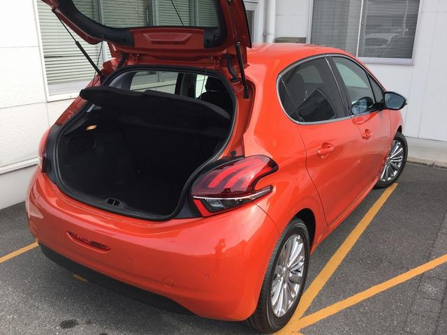 アリュール 当社試乗車新車保証継承ナビ接続CarPlay対応(12枚目)
