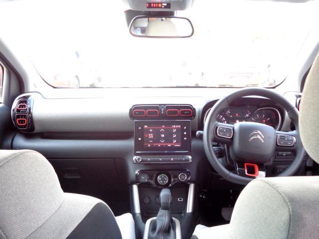 シャインパッケージ 新車保証継承 パノラミックサンルーフ バイトーンルーフ LEDデイライト オートハイビーム アップル・アンドロイド対応 ワイヤレススマホチャージ バックカメラ 前後ソナー 17inAW スマートキー(6枚目)