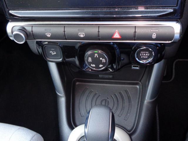 シャインパッケージ 新車保証継承 パノラミックサンルーフ バイトーンルーフ LEDデイライト オートハイビーム アップル・アンドロイド対応 ワイヤレススマホチャージ バックカメラ 前後ソナー 17inAW スマートキー(9枚目)