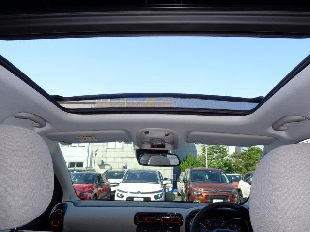 シャインパッケージ 新車保証継承 パノラミックサンルーフ バイトーンルーフ LEDデイライト オートハイビーム アップル・アンドロイド対応 ワイヤレススマホチャージ バックカメラ 前後ソナー 17inAW スマートキー(12枚目)