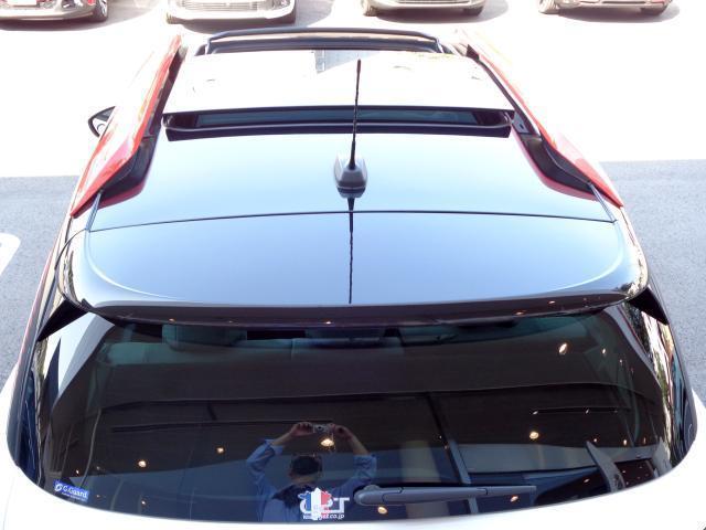 シャインパッケージ 新車保証継承 パノラミックサンルーフ バイトーンルーフ LEDデイライト オートハイビーム アップル・アンドロイド対応 ワイヤレススマホチャージ バックカメラ 前後ソナー 17inAW スマートキー(14枚目)