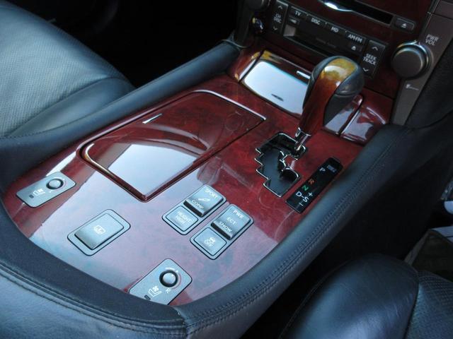 LS460 バージョンS黒革エアコンシートサンルーフ(12枚目)