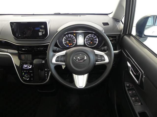 シンプルな運転席 運転は軽いハンドル回しで 軽快なドライブを楽しめます