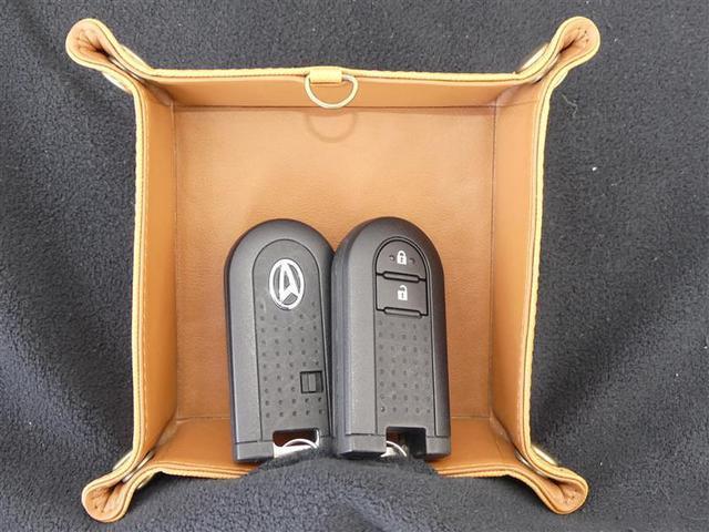 キーをポケットやバッグに入れたままでも、スイッチを押すだけで、ドアのロック・アンロックができるスマートキー。買い物などで荷物が増えてしまって時に便利です。
