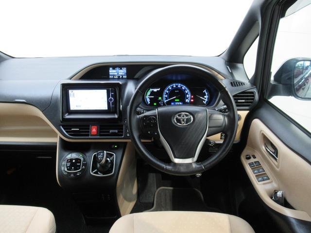 【インパネ(視認性)】座ったときの視界も広く開放感のあるインパネです。車両感覚もつかみやすく乗りやすいクルマです。ステアリングやシフトノブなどもキレイに仕上げてあります。