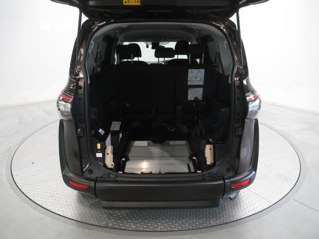 荷室 トランクスペース (^○^) です。 容量は十分ですか? 自転車が積みたい、入るか不安などありましたら是非試してくださいね。その荷物!持ってきて頂いて入るかどうか? 車で確認してください