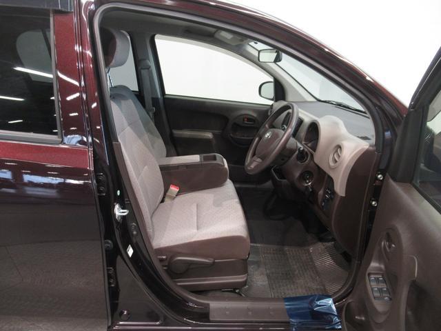 運転席です ( 'ー´)ノ この車(子)がお客様に座って欲しいと訴えかけています。(たぶん、そんな気がします、話したりはしませんが( 'ー´)ノ m(__)m