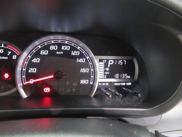 走行距離19000km。年式の割に走行距離が少ないクルマです。メーターの視認性もよく安全運転ができますね。