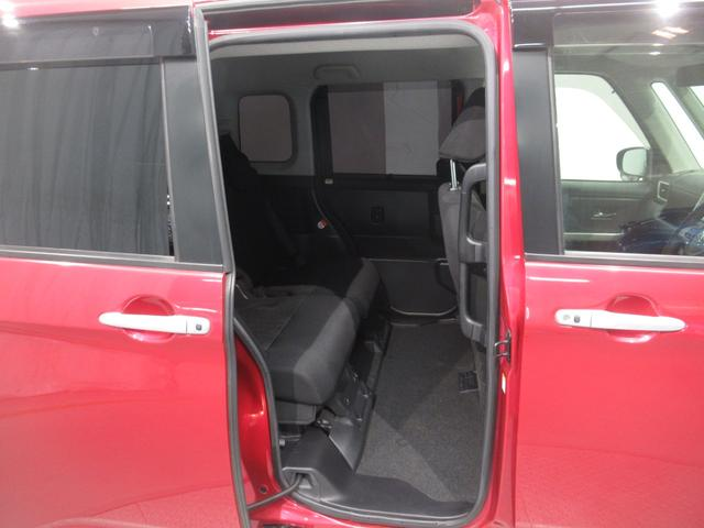 リアのドアは左右ともスライド式となっております。乗降性もよく荷物の出し入れも便利で人気の装備です。