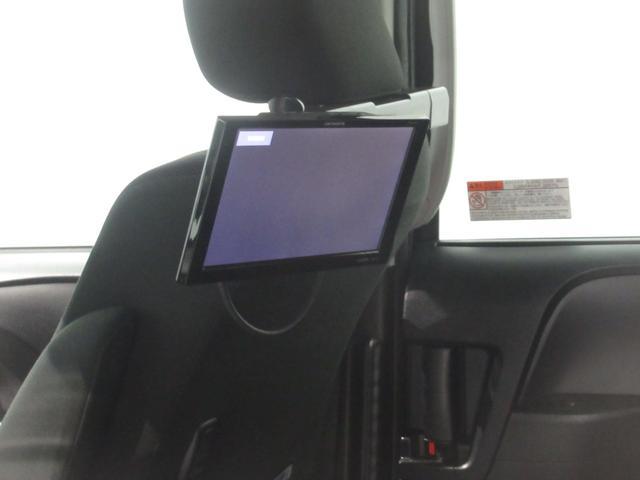 後部座席の方が退屈しないための後席モニター装備しています。DVDを流すもよしテレビを見るもよし。長距離ドライブやお子様を後席にお乗せの方には大変重宝します。