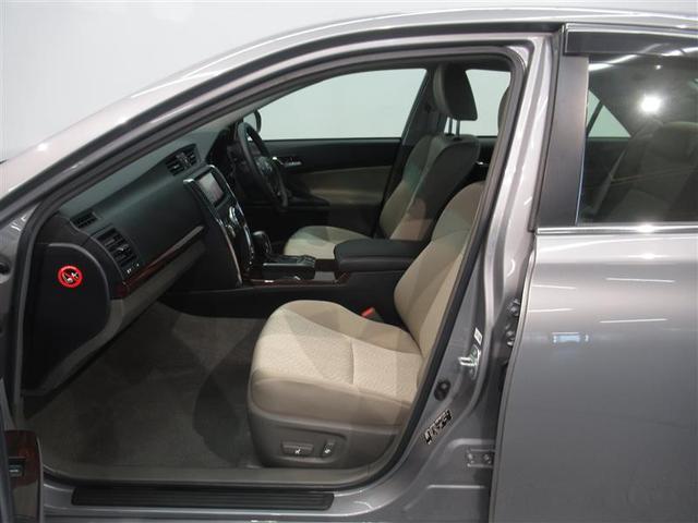 シートスライドやリクライニングが電動で操作できます。微妙な位置調整も可能です。パワーシート付のクルマは上級タイプが多いのでステータスにもなります。
