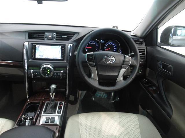 座ったときの視界も広く開放感のあるインパネです。車両感覚もつかみやすく乗りやすいクルマです。ステアリングやシフトノブなどもキレイに仕上げてあります。