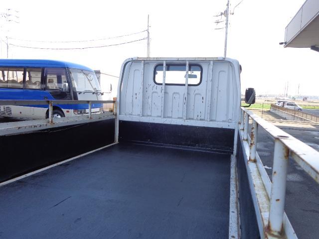 三菱ふそう キャンター 積載1.5トン 全低床