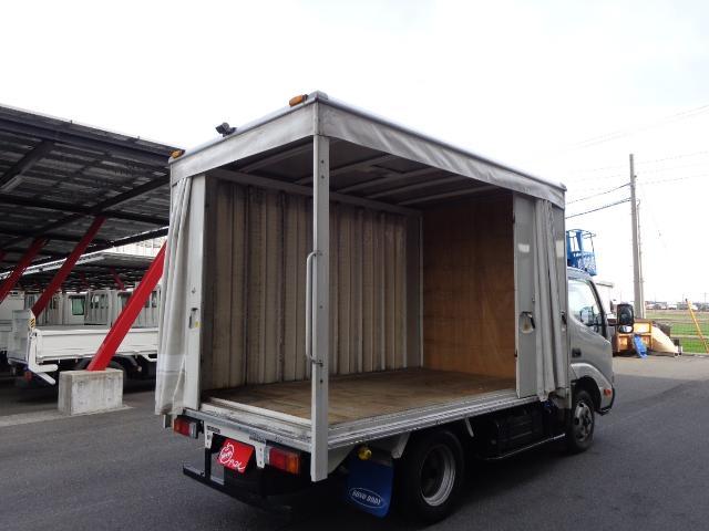 積載2トン カーテン車(8枚目)