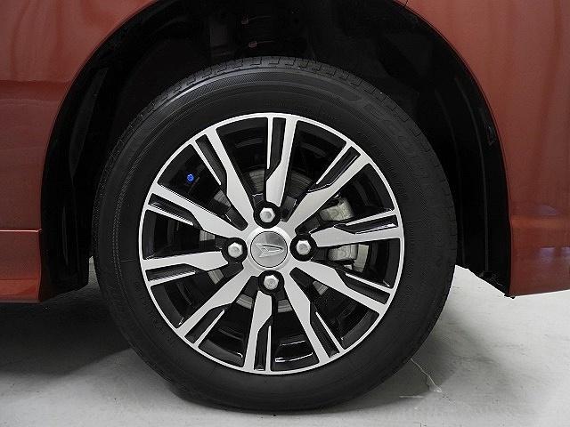 ブリジストンエコピアタイヤを履いた純正アルミ付きで足元もバッチリ!気になるタイヤの残り山も約5〜6ミリ程残っており、まだまだ十分に走れます。