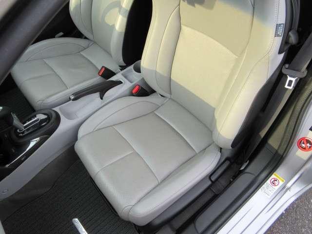 レザーシートの状態も良く、車内も明るくなりますね。