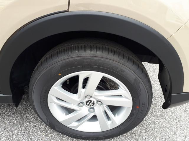 ワンクラス上の大きなタイヤでSUVらしい力強いスタイル。16インチアルミホイール。