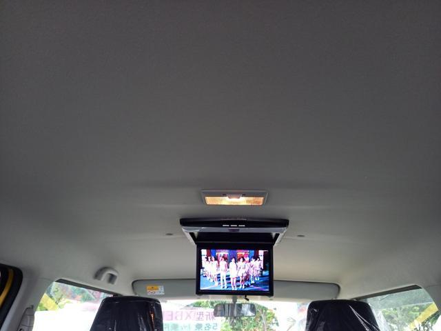 天井にはフリップダウンモニターが装備されています。ドライブが楽しいですね♪