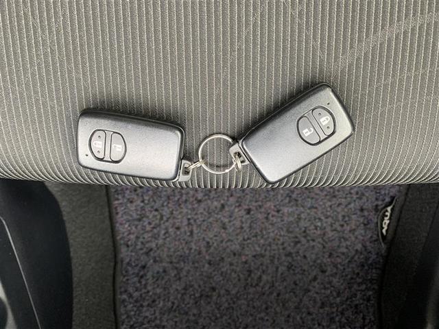 【スマートキー】とは、キーをポケットやバッグに入れたまま車の解錠/施錠、エンジンのON/OFFが行えるきーのことです。