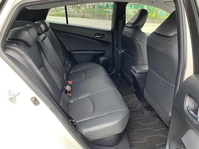 後部座席も当然、綺麗・清潔に仕上げております。内装の綺麗なお車は気持ちが良いですし、コンディションのいい車が多いです。