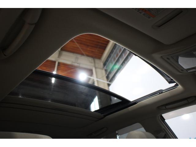 マルチパネルムーンルーフで星空を見ながらドライブを。