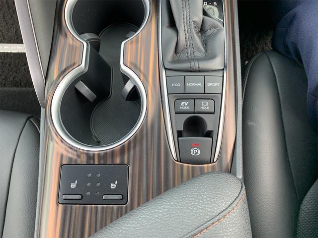 カップホルダー/シートヒータースイッチ/右上ドライブモードセレクトスイッチ/中左EVドライブモードスイッチ・・ブレーキホールドスイッチ/下電動パーキングブレーキスイッチ