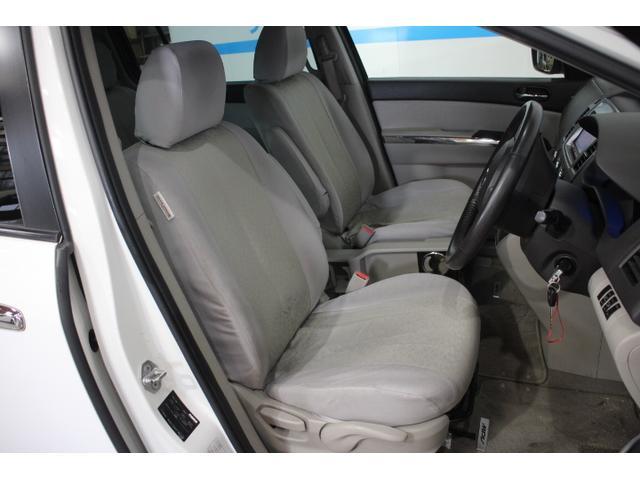 サポート性と快適性を両立させたフロントシート