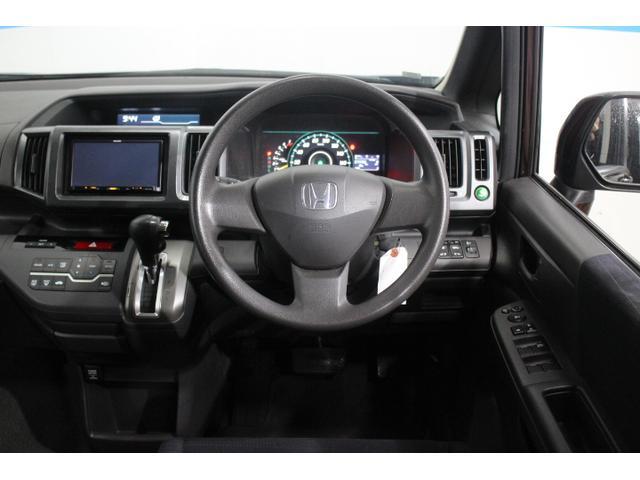 死角となる左フロントタイヤ前方を、ドアミラー前側に設置したミラーに反射させて、助手席側フロントピラーの室内鏡に映し、ドライバーから確認できるサイドビューサポートミラーをG Lパッケージに標準装備。