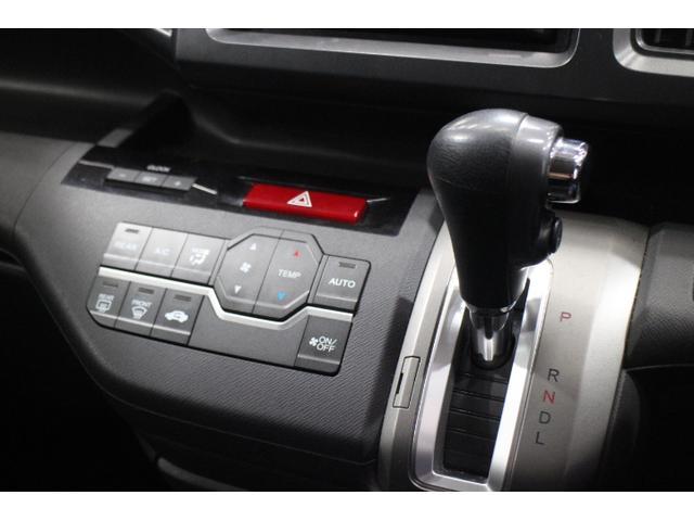 快適なドライブを!オートエアコン機能!インパネシフトで足元のスペースも有効に使えます!