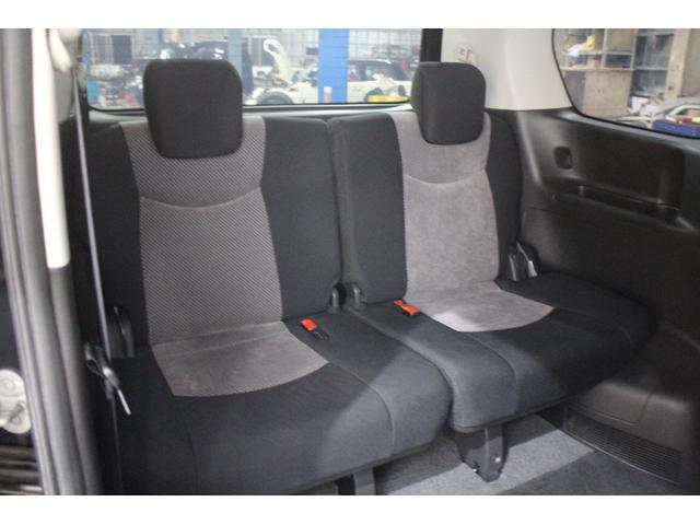 サードシートは収納可能