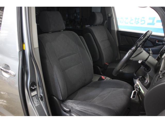 デュアルエアバッグ、プリテンショナー&フォースリミッター付きシートベルト、ブレーキアシスト、EBD付ABSを装備