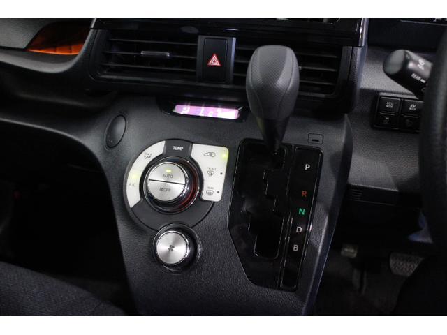 暑い日も寒い日も快適なドライブを!オートエアコン機能!インパネシフトで足元のスペースも有効に使えます!