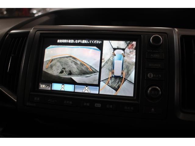 マルチビューカメラシステムは、カメラで映した周囲の映像をナビゲーション画面に表示し、ドライバーの死角を減らすことで運転負荷を軽減する機能です。