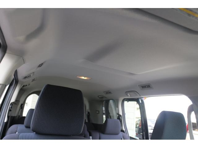 天井には断熱材が埋め込まれています。車体の色は関係なく熱をシャットダウン。