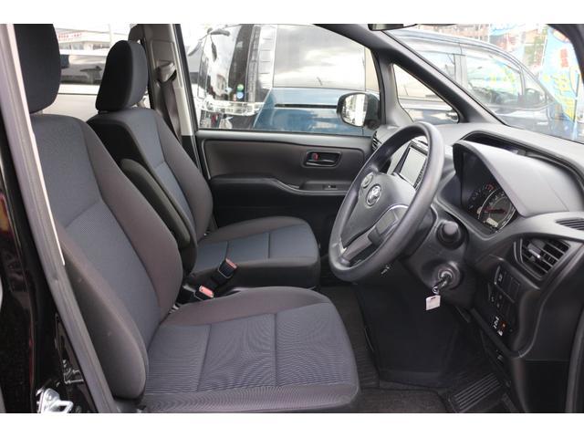 ホールド性と快適性を兼ね備えたフロントシート、(シートヒーター機能付き)